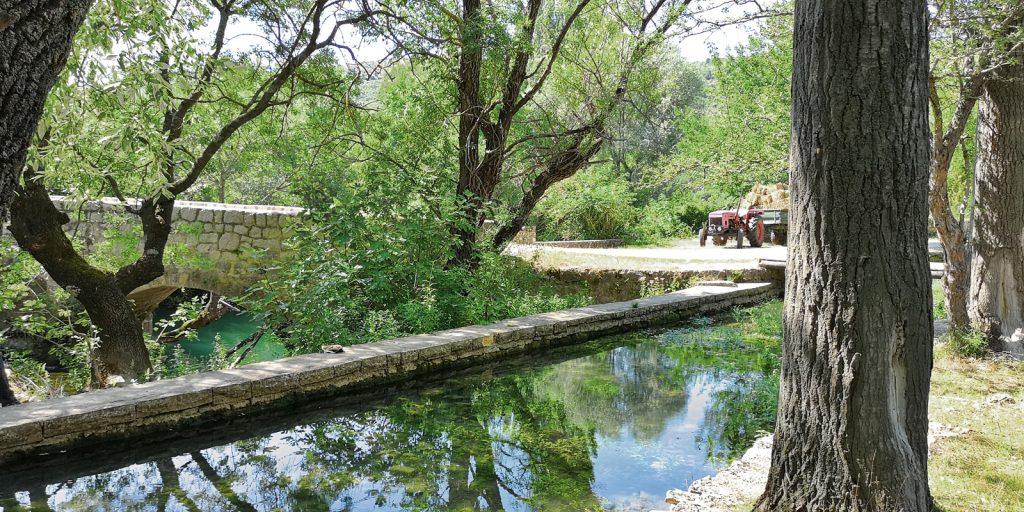 Bewässerungsgraben am Kloster Krupa