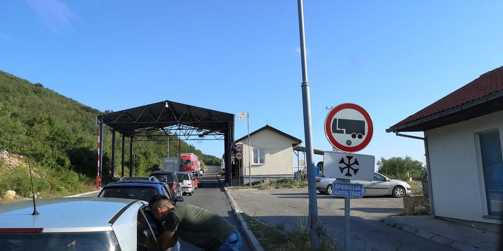 """Bosnisch-montenegrinische """"internationale"""" Grenze bei Bileća"""