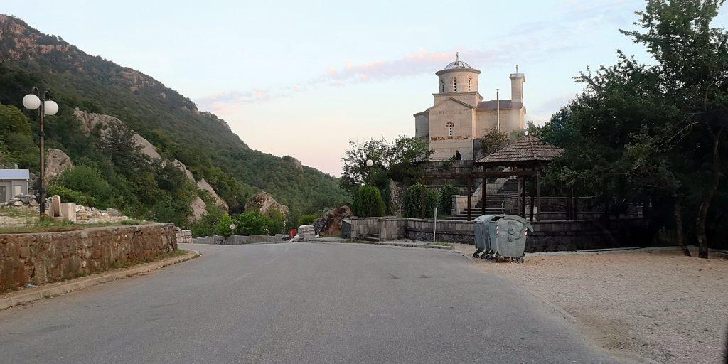 Unbekannte Kirche in der Nähe von Ostrog