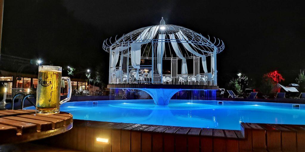 Abendstimmung am Pool, Camping Legjenda, Shkodër