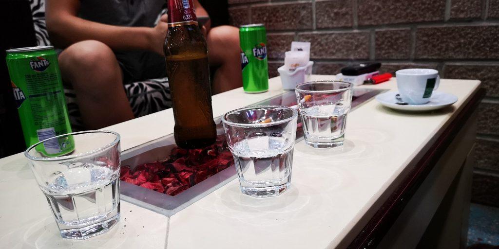 Kleiner Raki in einer Bar in Kashar