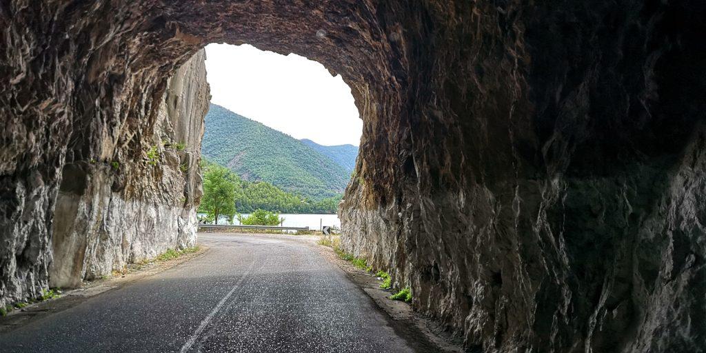 Tunnel im Tal der Mat