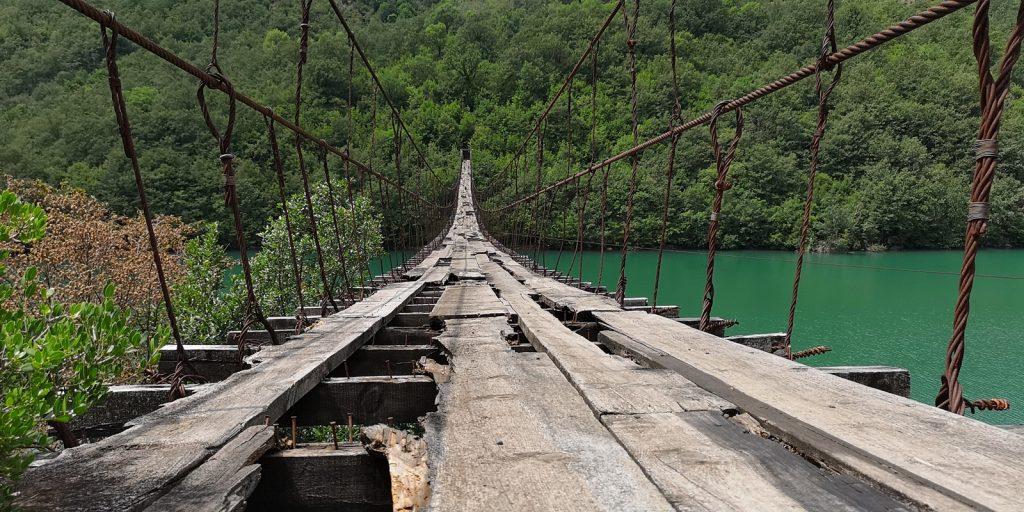Hängebrücke über den Mat, Albanien
