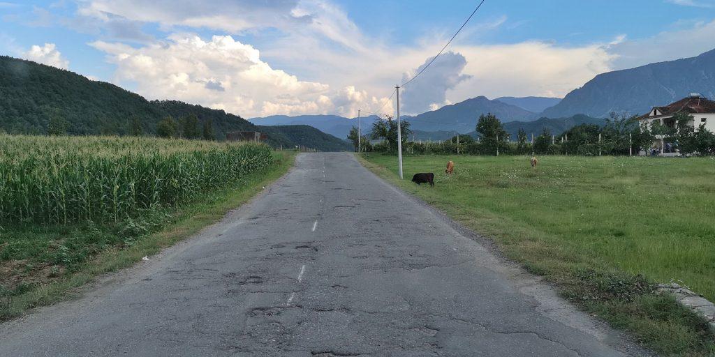 Staatsstraße SH6 zwischen Burrel und Klos
