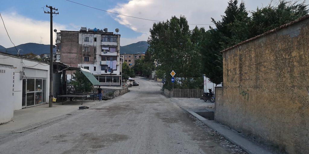Klos, Albanien