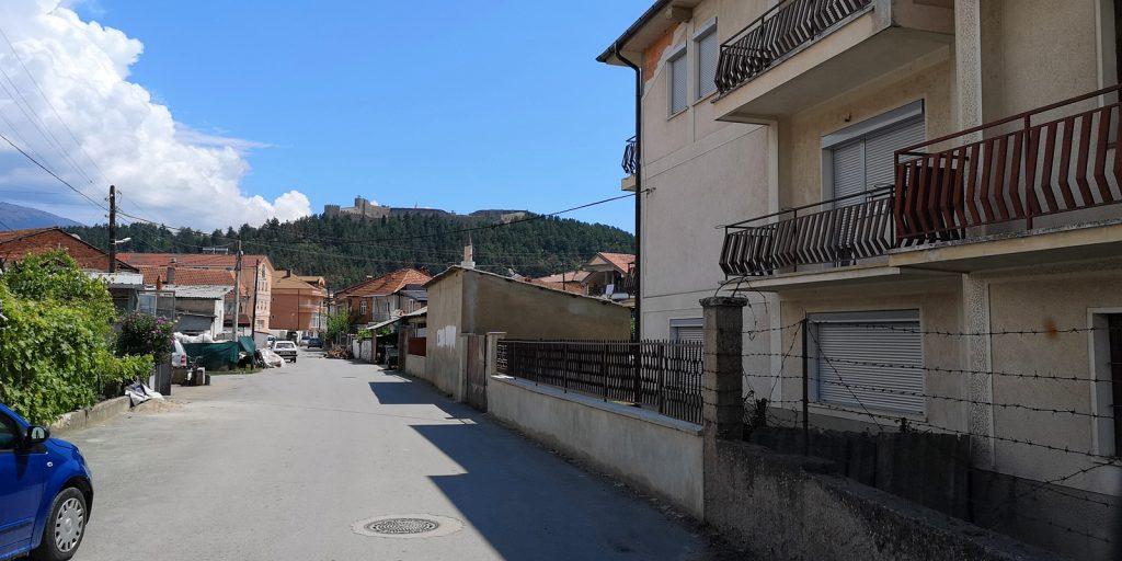 Ohrid mit Festungsanlage im Hintergrund