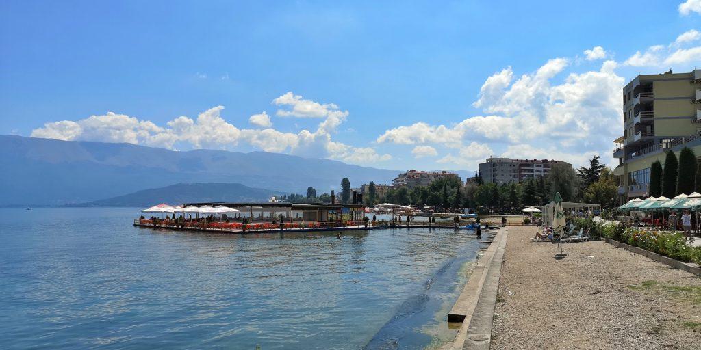 Promenade in Pogradeç, Ohridsee, Albanien