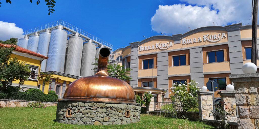 Birra Korça, bekannteste Brauerei Albaniens.