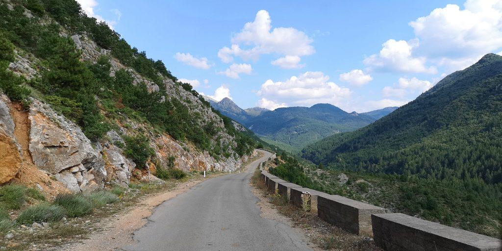 Staatsstraße SH75 zwischen Borova und Barmash
