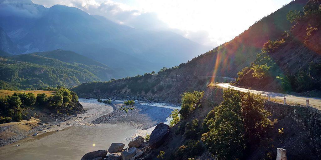 Entlang des Vjosa-Flusses