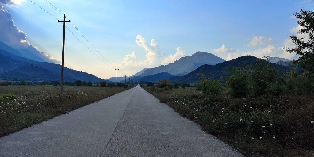 Internationale Straße von der griechischen Grenze nach Përmet