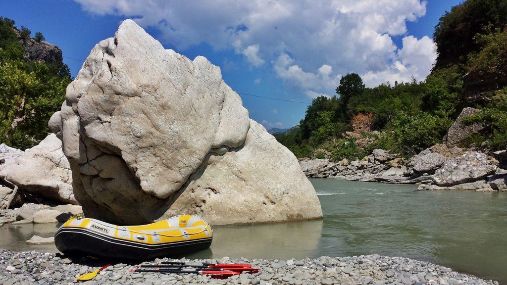 Kleine Pause auf der Rafting-Tour auf der Vjosa
