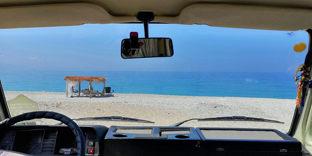 Mit dem Auto bis direkt an den Strand, Borsh, Albanien
