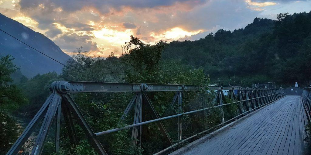 Grenzbrücke über den Drin zwischen Montenegro und Bosnien-Herzegowina