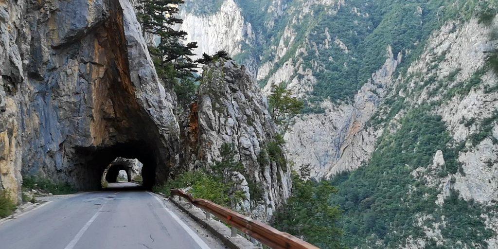 Traumstraße durch den Piva Canyon