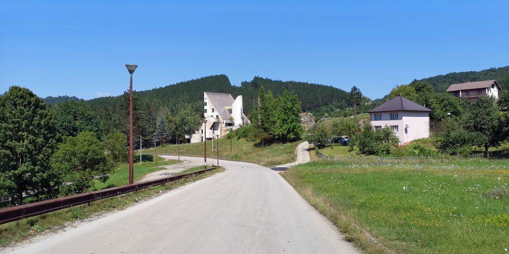 Ruine des Hotel Emos, Miljevina