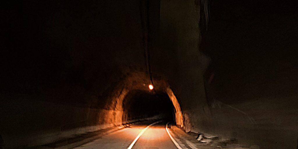Eine Lampe auf 500 Meter Tunnel: M-18
