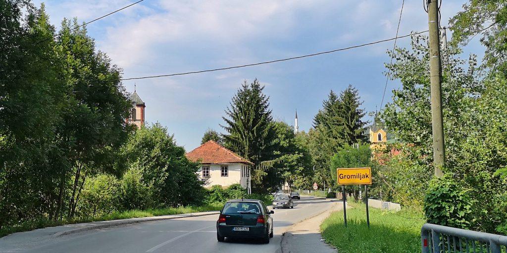 Zwei Kirchen und eine Moschee in Gromiljak