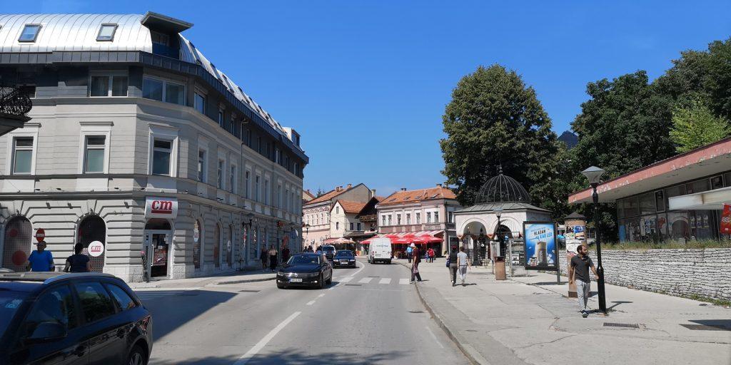 Innenstadt von Travnik mit der Turbe (Grab) eines osmanischen Wesirs