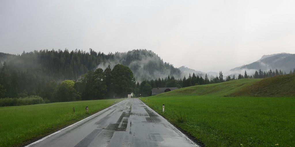 Die Wolken hängen tief in den Ybbstaler Alpen