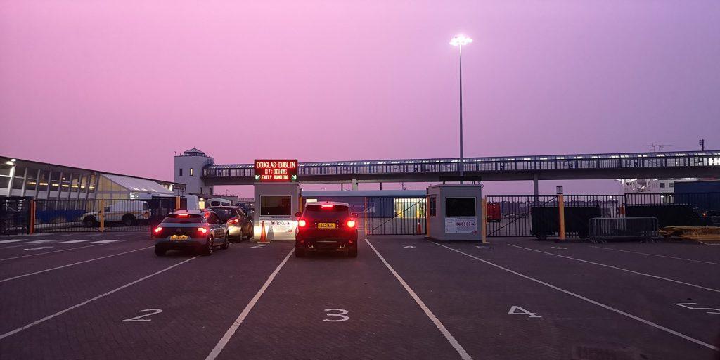 Morgens um sechs am Hafen in Douglas