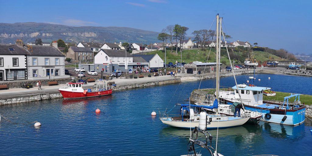 Der kleine Hafen von Carnlough