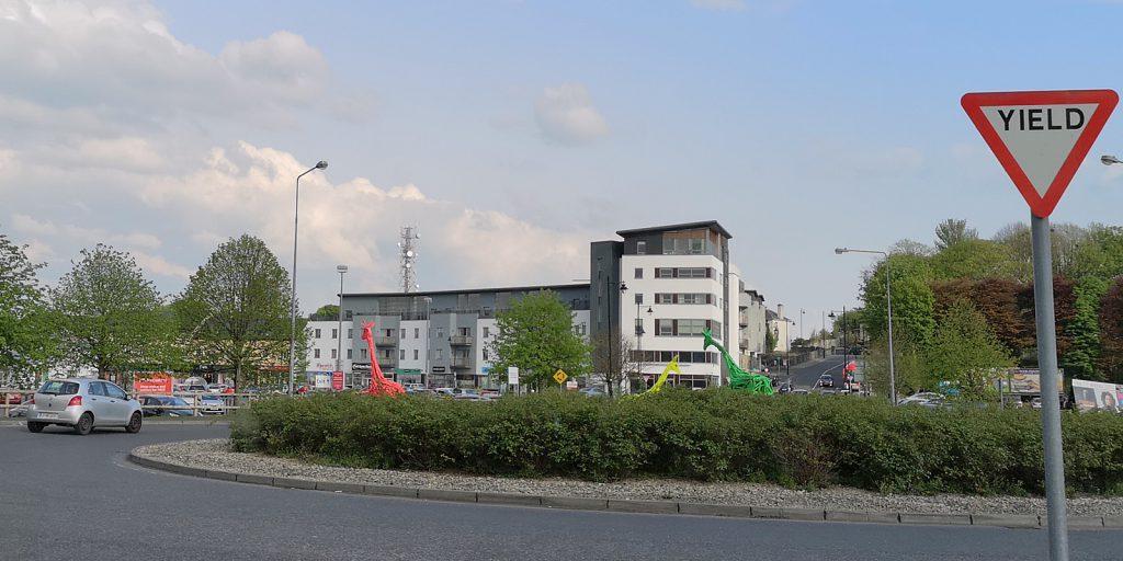 Nach der Grenzgiraffe die Kreisgiraffen: Castlebar