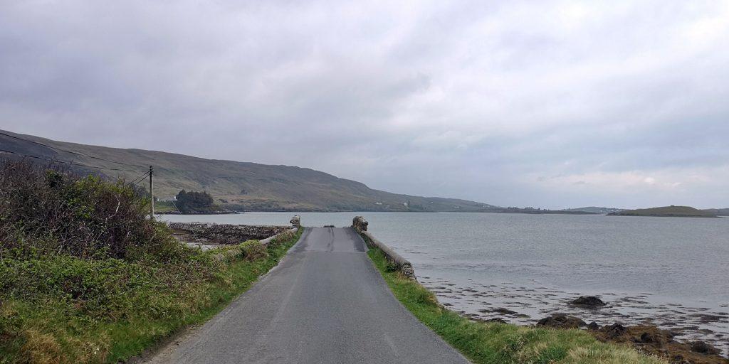Die Sky Road beginnt zuerst auf Meeresebene