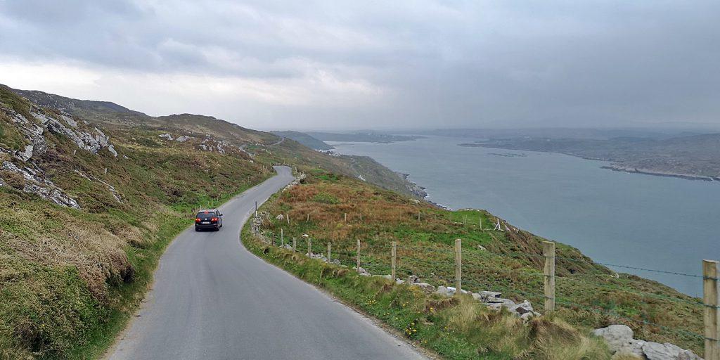 Sky Road mit Blick auf die Clifden Bay