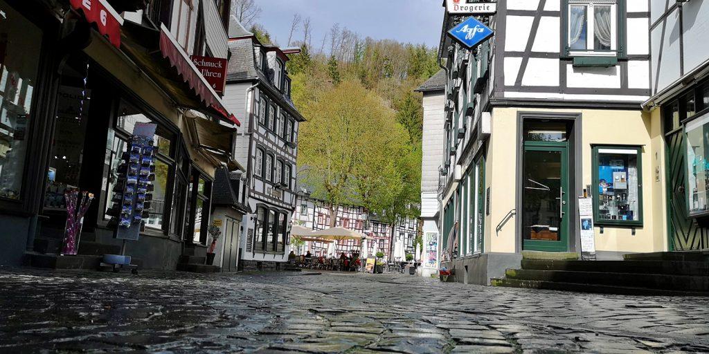 Kopfsteinpflaster in den Gassen von Monschau