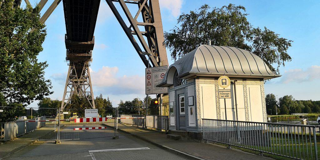 Schwebefähr-Terminal Rendsburger Seite, die Fähre ist derzeit abgehängt