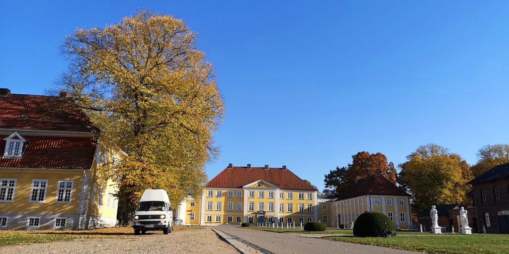 Bulli-Tour im Herbst: Schloß Wotersen