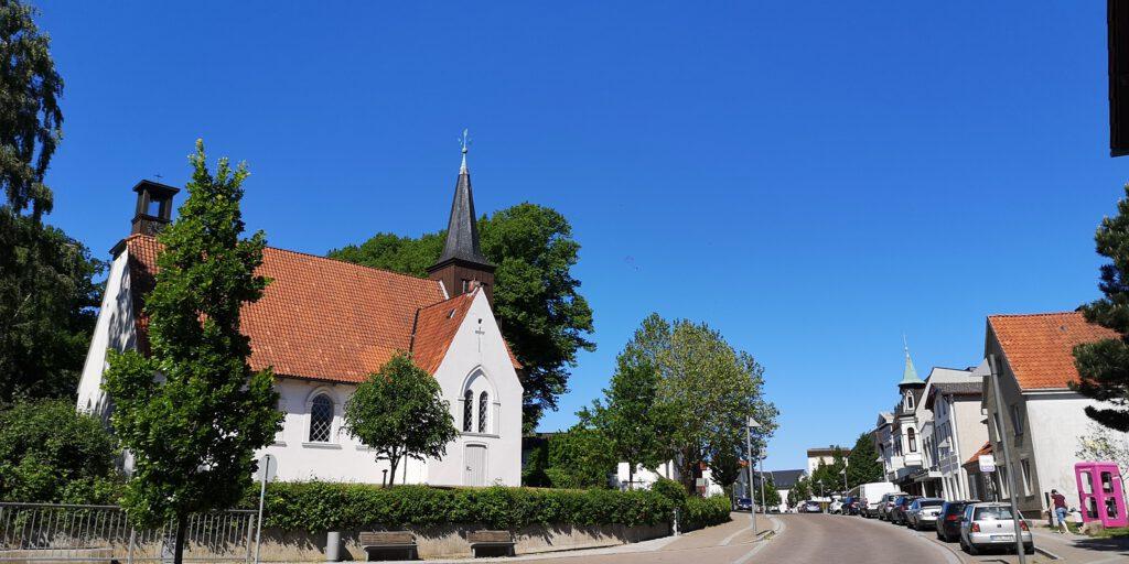 Matthias-Claudius-Kirche in der Paul-von-Schoenaich-Straße
