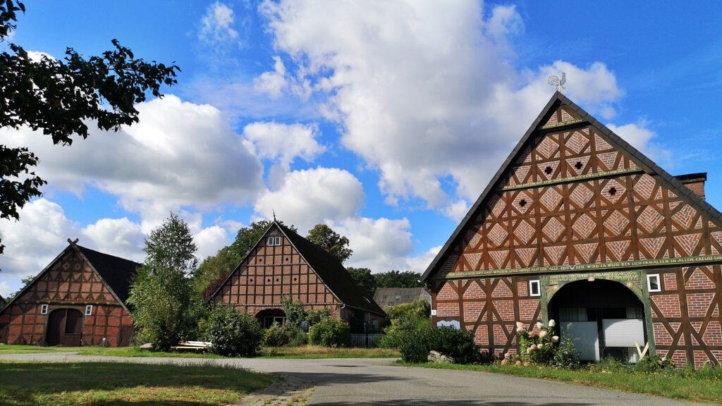 Zwei-, Vier- und Dreiständerhaus in Breese im Bruche