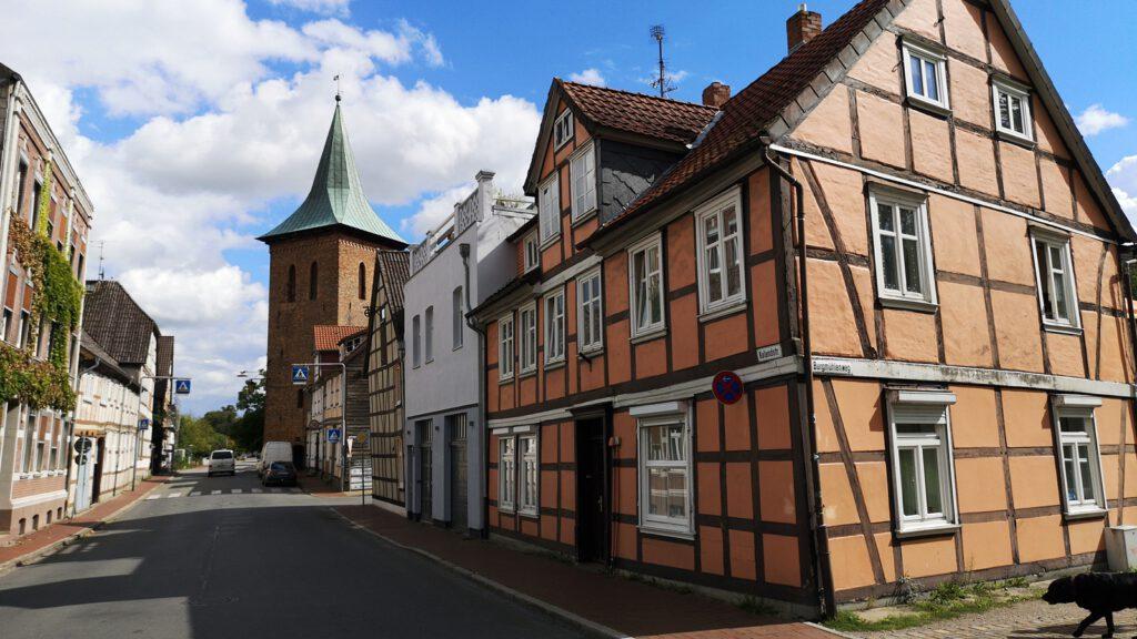 Der Glockenturm war vermutlich ein ehemaliger Torturm der Stadtmauer Lüchow