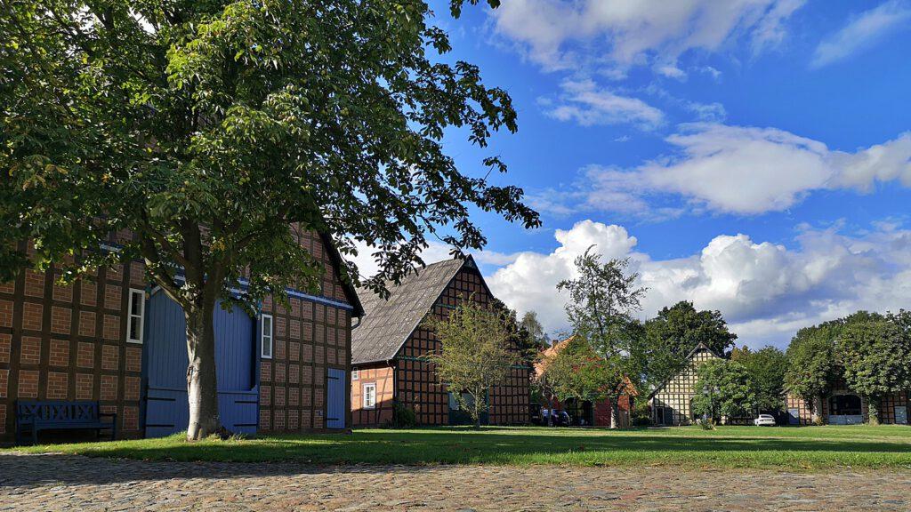 Liebevoll restaurierte Häuser im Wendland in Satemin